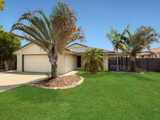 182 Bestmann Road East Sandstone Point, QLD 4511
