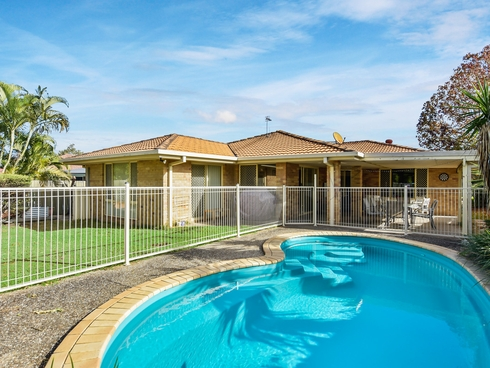 17 Cootharaba Drive Helensvale, QLD 4212