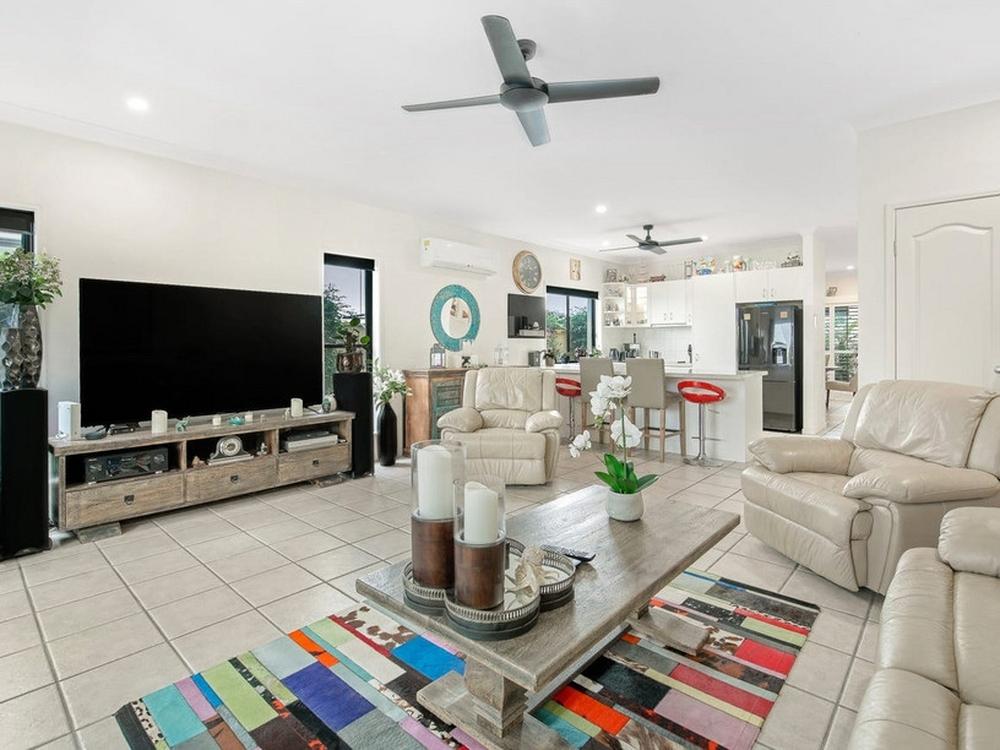 2/281 Bayview Street Hollywell, QLD 4216