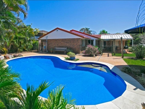 2 Raven Street Victoria Point, QLD 4165