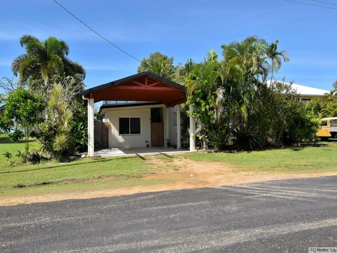 76 Taylor Street Tully Heads, QLD 4854