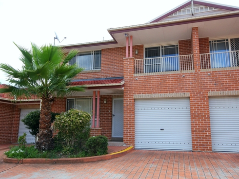 2/10 Peacock Close Green Valley, NSW 2168