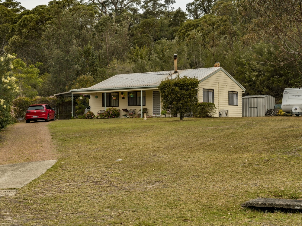 8 Wayfarer Avenue Sussex Inlet, NSW 2540