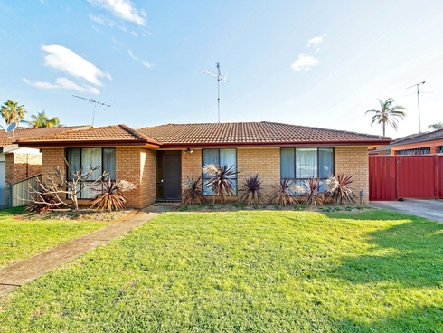 13 Dalkeith Place St Helens Park, NSW 2560