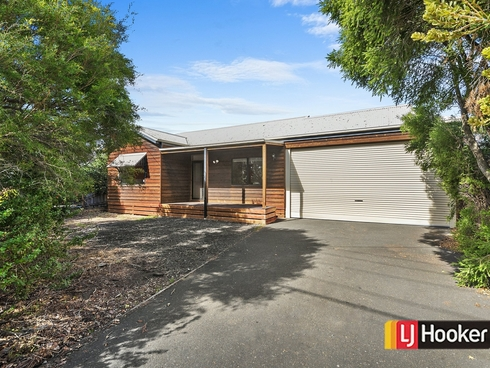 8 Colin Avenue Frankston, VIC 3199
