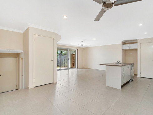 1/1 Chesterton Street Pacific Pines, QLD 4211