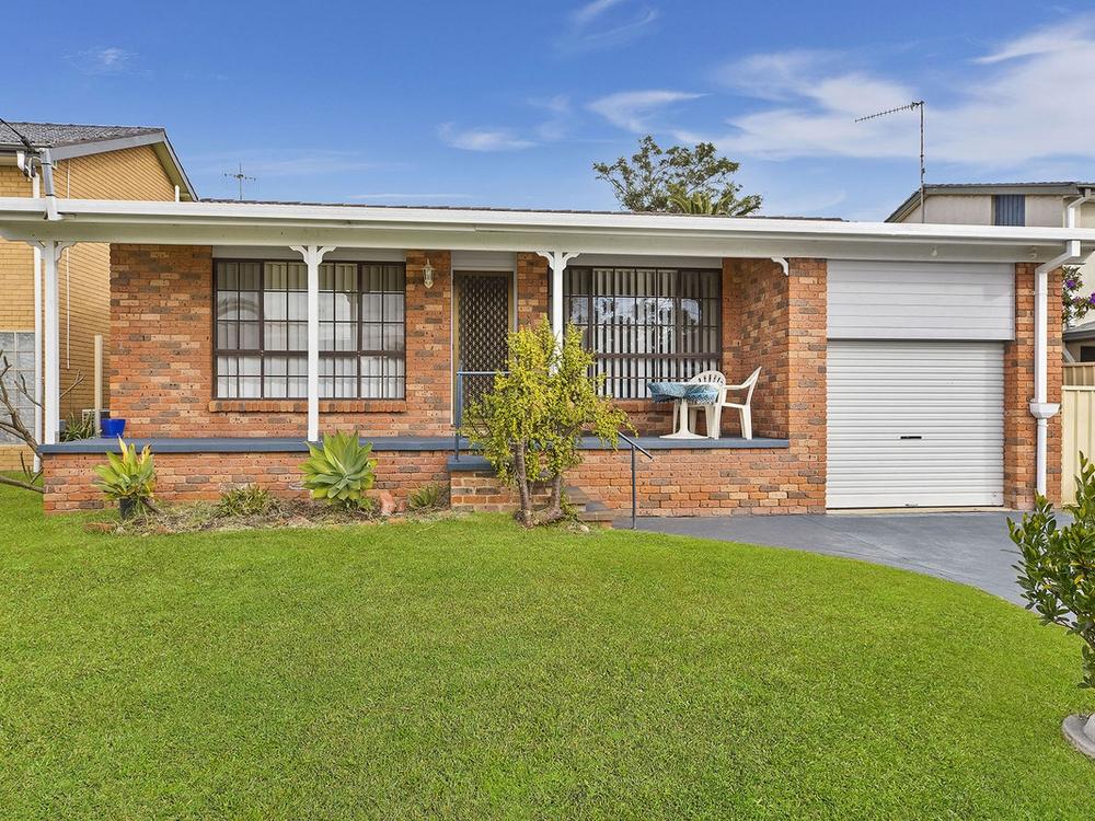 14 Highclere Street Bateau Bay, NSW 2261