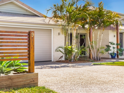 9 Magnetic Place Redland Bay, QLD 4165