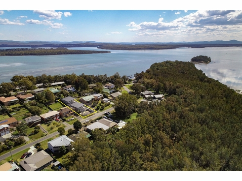 11 Seabreeze Parade Green Point, NSW 2428