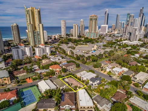 24 Oak Avenue Surfers Paradise, QLD 4217