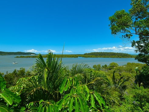 104 Crescent Dve Russell Island, QLD 4184