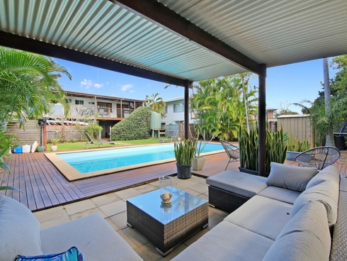 17 Warrina Crescent Burleigh Waters, QLD 4220