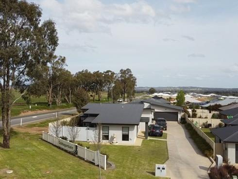 Unit 2/1 Cootamundra Boulevard Gobbagombalin, NSW 2650