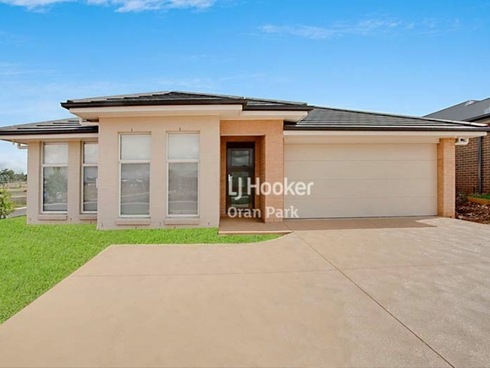 18 Buckingham Loop Oran Park, NSW 2570