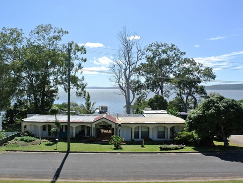 2-4 Lovell Pde Lamb Island, QLD 4184
