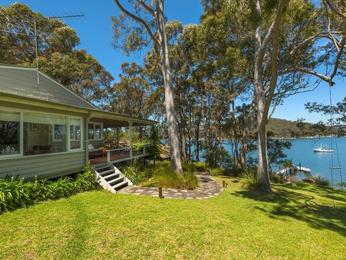 4 The Chase Lovett Bay, NSW 2105